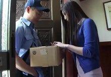 สาวโดนบุรุษไปรษณีย์ข่มขืนตอนอยู่บ้านคนเดียว