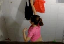 แอบถ่าย4G สาวโรงงานอาบน้ำ ขาวอวบนมสะบึ้ม