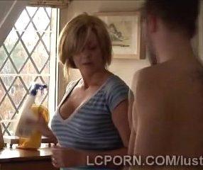 maid porn ลูกชายสุดหล่อแอบเย็ดแม่บ้านคนใหม่ของแม่18+
