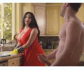Hot maid ชักว่าวให้แม่บ้านดู บิ้วจนเธอมีอารมณ์ยอมมีsexด้วย