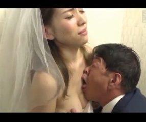 วิวาห์บาป! เจ้าสาวโดนลุงเขยอึ๊บในห้องน้ำ ร้องไห้หนักมาก