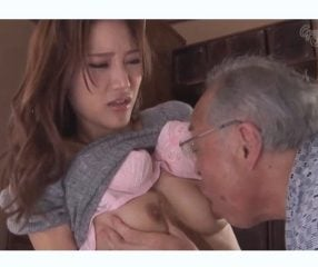 ตาแก่แอบเอาหำเหี่ยวๆแยงหีเมียลูก สาวใจอ่อนยอมคบชู้ด้วย