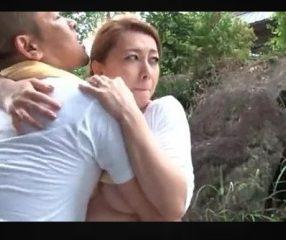 หนังโป๊ใหม่ สาวใหญ่ลูก2แอบผัวไปเย็ดกับชู้ในป่าหลังบ้าน