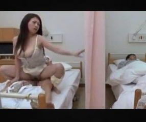 เมียเงี่ยนเฝ้าผัวป่วย แอบไปเย็ดกับคนไข้เตียงข้างๆ jap18+