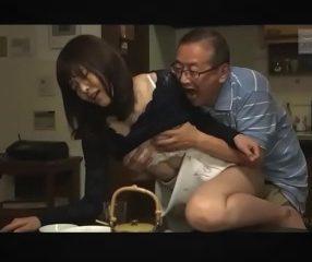 เมียเงี่ยนอยากโดนพ่อผัวเย็ด แอบลองของคนแก่โคตรฟิน