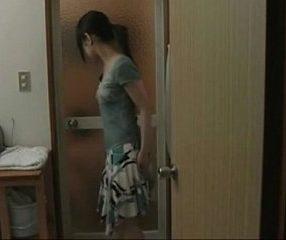 สาวแอบผัวไปเย็ดกับชู้ข้างบ้าน รีบทำเวลาก่อนผัวอาบน้ำเสร็จ