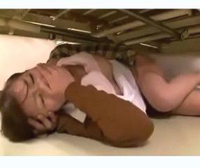 แอบเย็ดในโรงพยาบาล ไอ้หื่นขืนใจพยาบาลใต้เตียงคนไข้