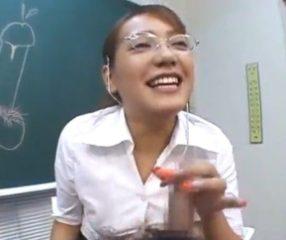 ครูอมควยนักเรียน สาธิตการอมที่ถูกต้องในชั่วโมงเพศศึกษา
