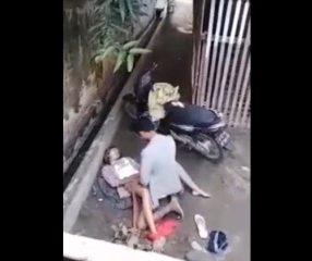 แอบถ่ายไทย วัยรุ่นจอดรถแวะเย็ดในซอยแคบหลังหมู่บ้าน