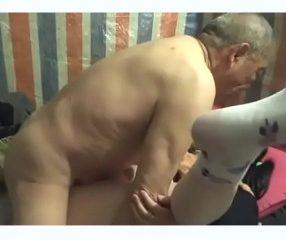 คุณปู่วัย78เช่ากะหรี่มาเย็ด ควยฟิตปึ๋งปั๋ง ผู้หญิงยังร้อง
