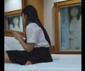 Thai sex คลิปนักศึกษาหญิงนั่งแกะถุงยางรอเย็ด