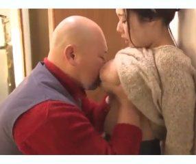 JP18+ พ่อขอดูหีลูกสาว ดูแล้วมีอารมณ์เลยขอลองสอดใส่