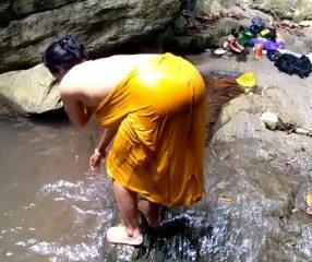 คลิปแอบเย็ดสาวใหญ่อินเดียริมน้ำตกโคตรซี๊ด Indian sex