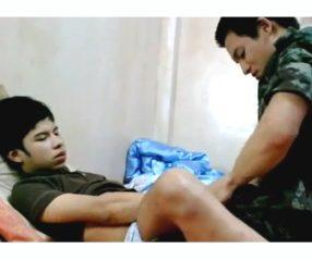 Hot guy หนุ่มทหารไทยหล่อเอาเพื่อนคาชุด คลิปเกย์เสียว