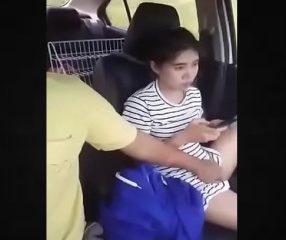 Thai18+ ผัวเงี่ยนเอามือแหย่หีเมียตอนขับรถแก้ง่วง เสียงไทย