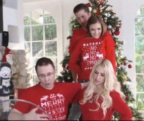 XXXmas ลูกสาวอึ๊บกับแฟนฉลองคริสต์มาสที่บ้าน18+