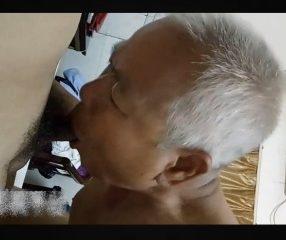 Old gay คลิปเกย์แก่เฒ่าหัวหงอกดูดหำอย่างเด็ด