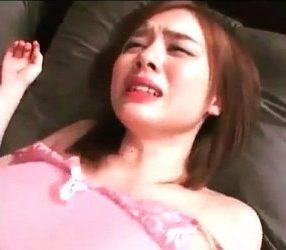 ลุงเขยหื่นลวงหลานเมียไปเย็ดที่ห้อง ร้องไห้หนักมาก