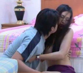 thai erotic แม่เลี้ยงที่รัก ให้ท่าลูกชายผัวจนโดนเยส