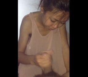 สาวขอนแก่นเล่นควย ทั้งรูดทั้งอมอร่อยลิ้น คลิปหลุดไทย