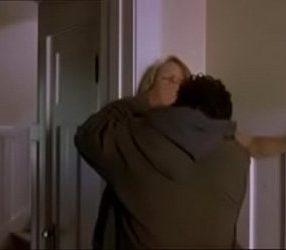 สาวแอบเอากับชายชู้ในบ้าน ส่วนผัวนอนหลับอยู่ชั้นบน