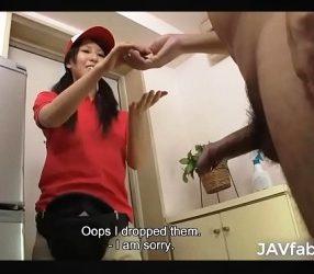 jav18+สาวส่งพิซซ่าเห็นควยลูกค้าแล้วเงี่ยน เลยโดนจัดหนัก