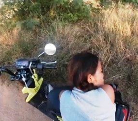 Thai Swinger จอดรถมอเตอร์ไซด์เย็ดแฟนที่ถนนลูกรัง